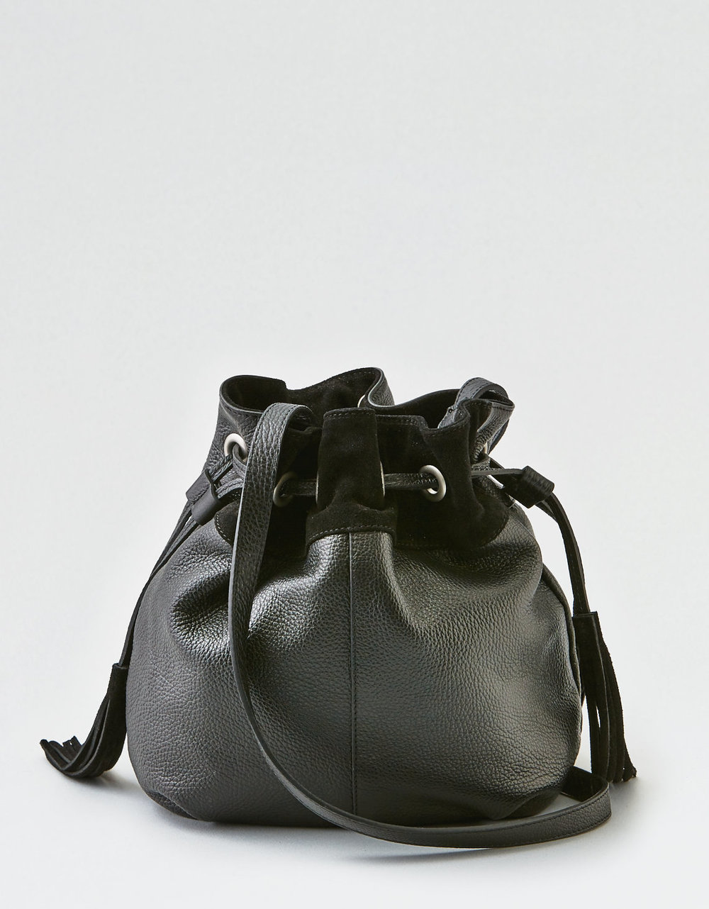 - WANDER LEATHER BUCKET BAG / American Eagle Outfitters $52.80