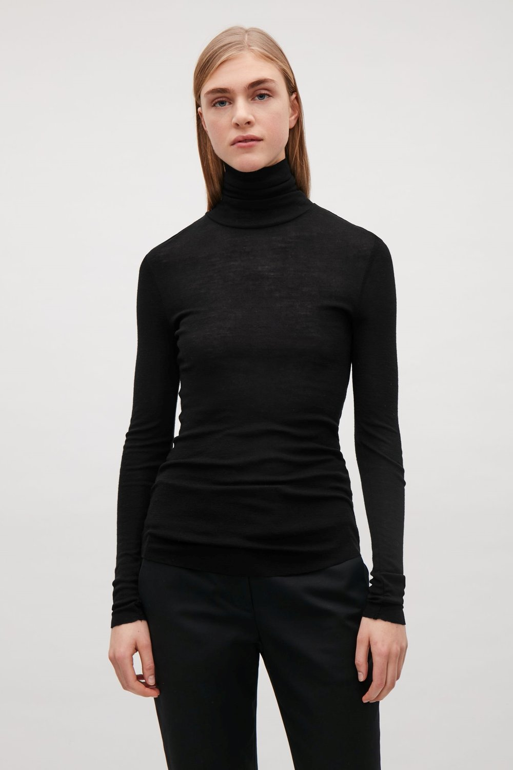 - ESSENTIAL TURTLENECK. ROLL-NECK WOOL TOP / Cos $69