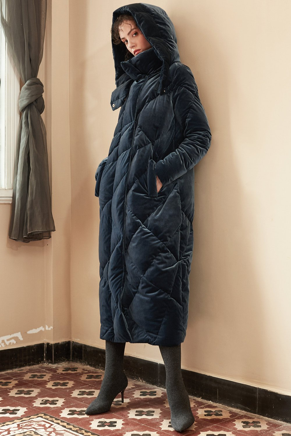 - LONG PUFFER COAT.NYLON VELVET PUFFER COAT / Genuine People $275