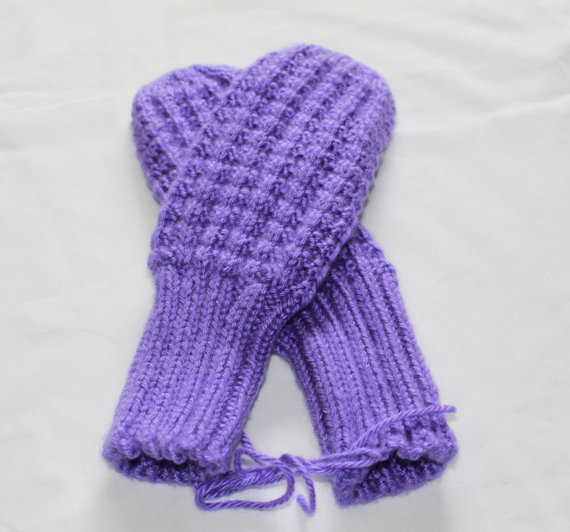 - LAVENDER HANDKNIT MITTENS / Grandmasandeze $16available at Etsy