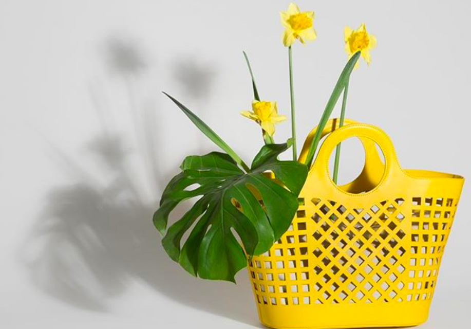 Colmado cut-out bag in citron by HEREU