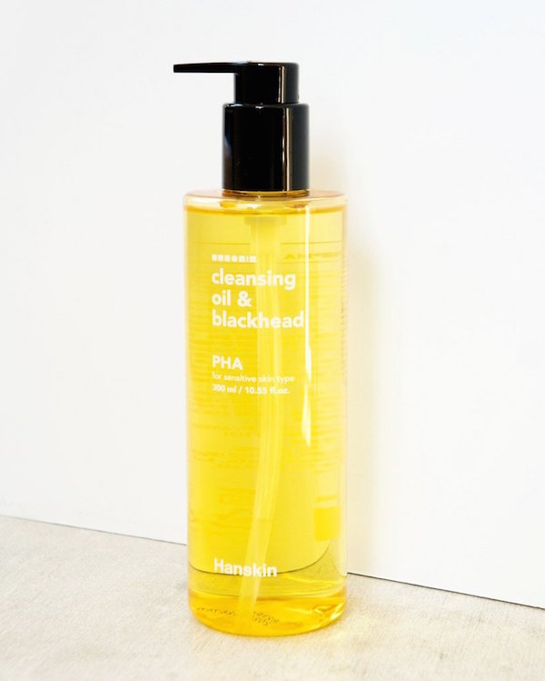 HANSKIN / CLEANSING OIL & BLACKHEAD (PHA) $25 (10 oz) - available at Soko GlamThis cleansing oil is well suited for getting rid of and preventing blackheads. It's specially formulated with polyhydroxy acids (PHAs), a gentle acid suitable for sensitive skin types that lightly exfoliates imperfections.