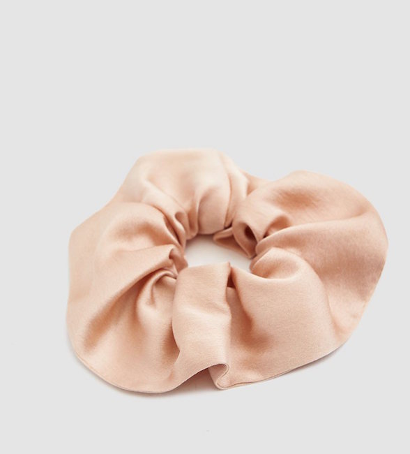 WINDEN / ZERO-WASTE SILK SCRUNCHIE IN BARDOT $32 -