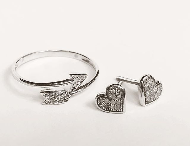 "Be still my beating heart.💘14K White Gold/Diamond ""Arrow Ring"" and ""Heart Stud Earrings"". Diamonds are always a girls best friend!#bluumikauai #hanapepe #valentines2017 #hearts #arrows #love #jewelry #diamond #diamondsareagirlsbestfriend"