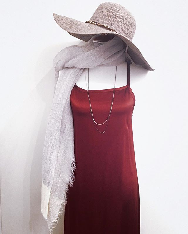 Valentine's Day is the perfect excuse to put on a cute outfit and hit the town! What will you be wearing?❣️ #bluumikauai #kauaishop #valentineday #valentines2017 #valentine #dresses #hats #scarfs #outfits #outfits #outfitstyle #hanapepe
