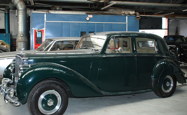 bentley-closedtop-in-workshop.jpg