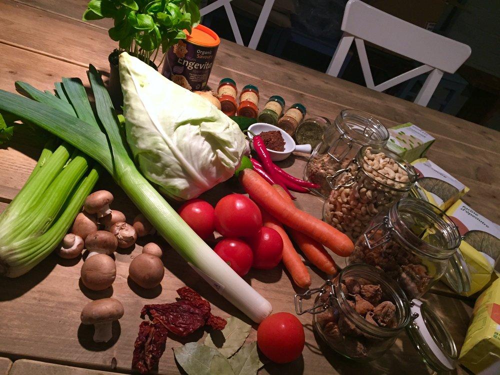 Men Impossible 20種のオーガニック素材からなるオリジナルスープブロスとお野菜ペーストで秘伝のつけ麺のスープが出き上がります。