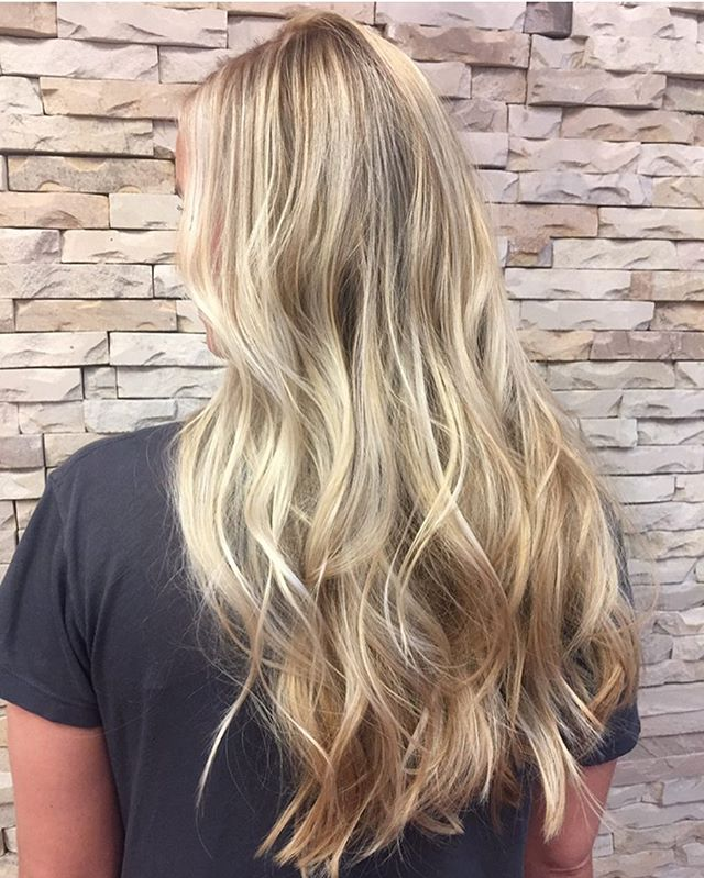 This blonde babe is all ready for the Cali sun 🌞🌞🌞 . . . . . . . . . #highlights #blonde #blondebabe #caliblonde #balayage #comeseeme #belmar #belmarbeach #beachwaves #imallaboutdahair #modernsalon #guy_tang #goldwell #njstylist #behindthechair #hudabeauty