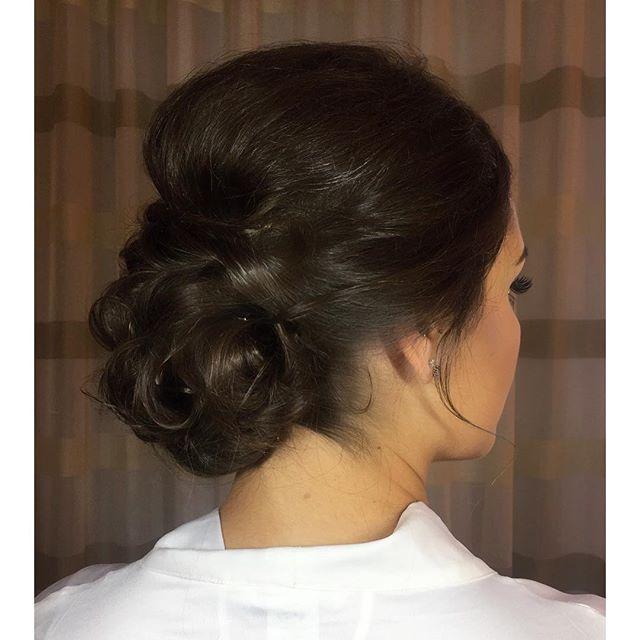 Simple and eloquent 🥂 #comeseeme @stylingco #belmar #nj #bride #bridehair #njstylist #njhairsalon #belmarsalon #updo #lowbun #messybun