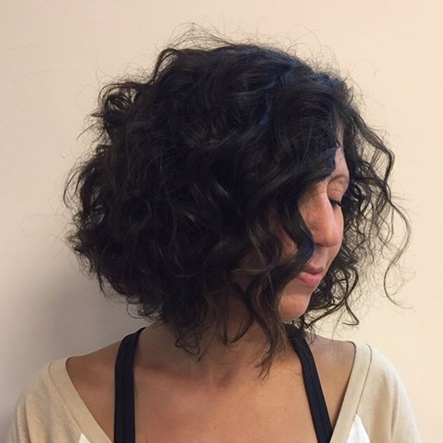 Got to transform this lovely head of curls today! 🌀 . . . . . . . . . . #lovewhatido #belmarbeach #belmarnj #monmouthcounty #njstylist #nothingbutpixies #whocuts #vidalsassoon #imallaboutdahair #transformationtuesday #beforeandafter #curlyhair #curlyhaircut #curls #killercurls #kevinmurphyproducts