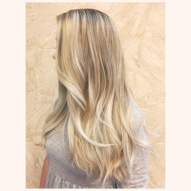 Never be afraid of lowlights blondies 💋 #comeseeme @stylingco #belmar #belmarsalon #njhairstylist #njsalon #blondehair #longhair #lowlights #icyblonde #balayage #hairgoals #winterblonde #changeisgood #asbury #springlake #newjerseysalon #njmakeupartist