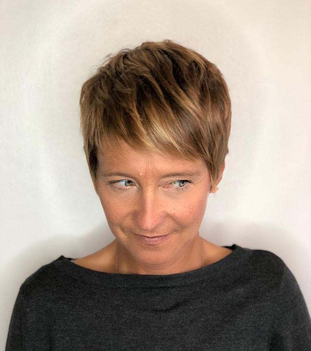 Balayage by me, cut by @hairbyleadeloy 💁🏼 #comeseeus @stylingco #belmar #belmarsalon #iphone8plus #iphone8plusphotos #shorthair #balayage #paintedhair #modernsalon #pixiecuts #surferhair #behindthechair #guytangbalayage #guytang