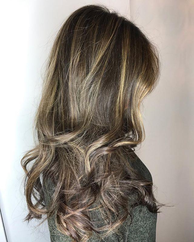 #hairgoals #balayage @ahsleyyy @stylingco