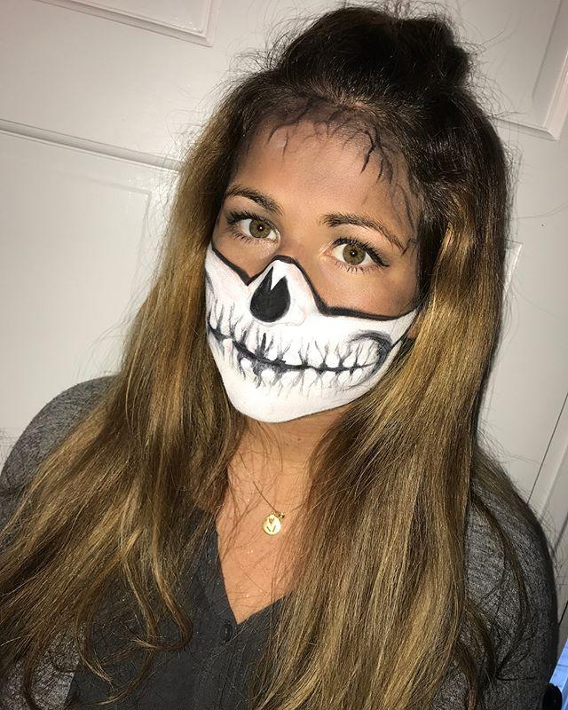S K E L E T O N 💀 #halloweenmakeup @stylingco