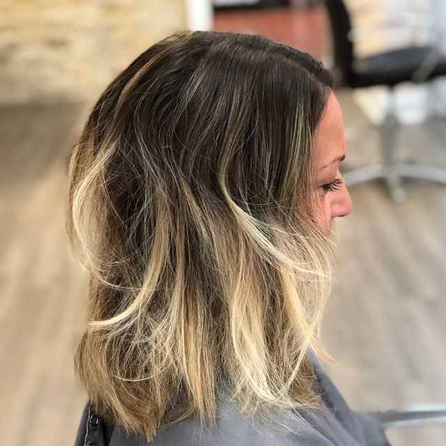 Swipe ➡️ 💕 #colormelt #comeseeme @stylingco #belmar #belmarsalon #njhairsalon #njhairstylist #guytang #balayage #fallhair #winterhair #blonde #painted #hairpainting