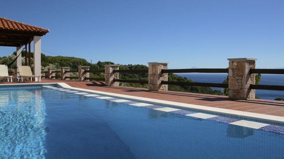2. Luxury Infinity Pool.jpg