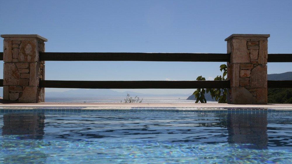 8. Infinity Pool Island View.jpg