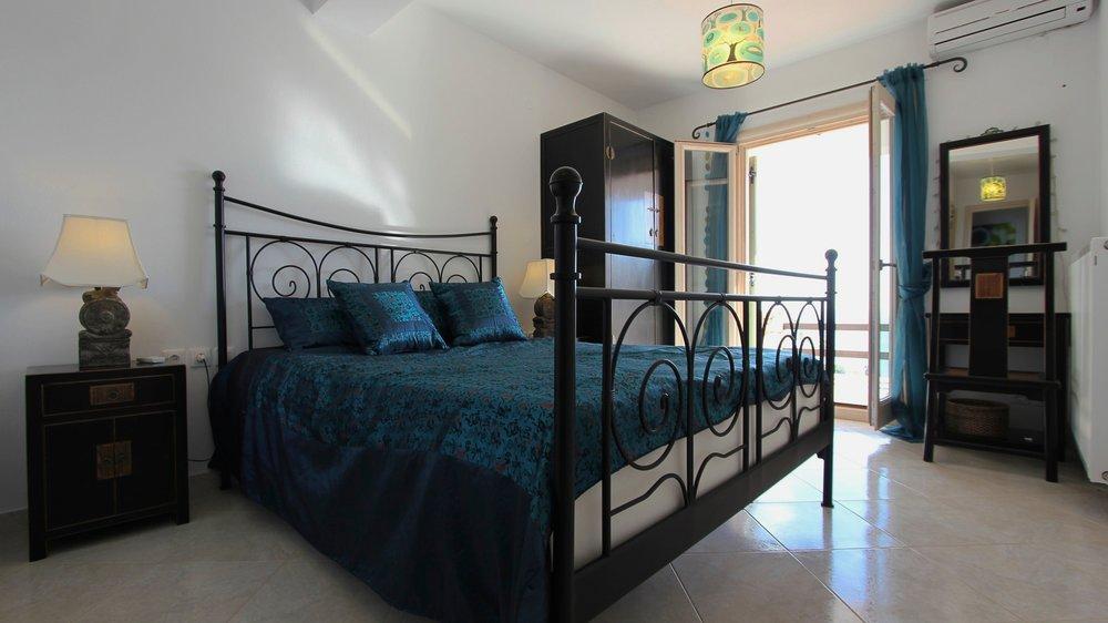 9. Luxury Villa Bedroom 4.jpg