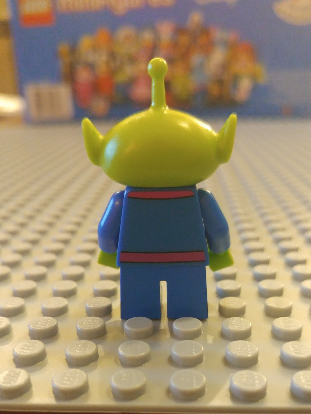 Toy Story Alien Minifig Close Up - Back