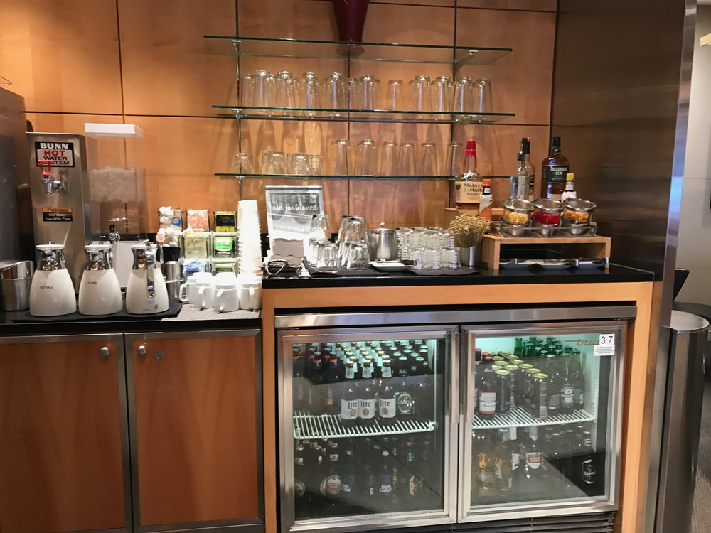 Flagship Lounge ORD drink selection