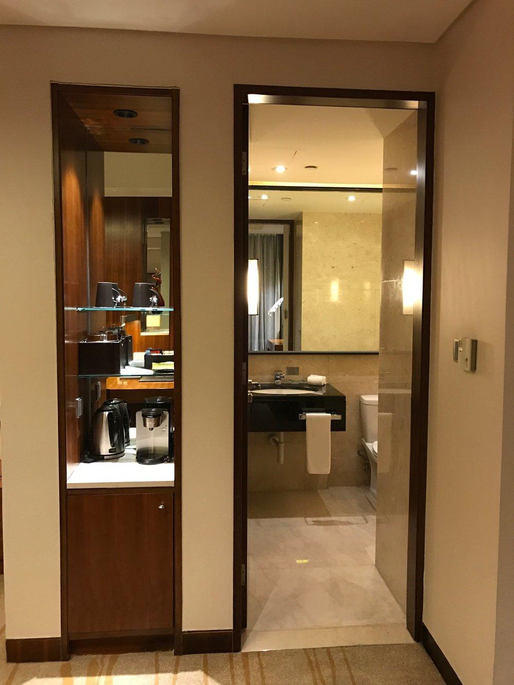 Executive Renewal Suite - guest bathroom entrance