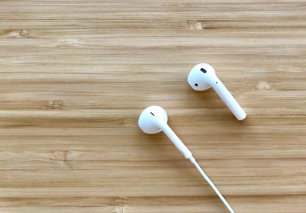 Apple wired EarPod vs wireless AirPod