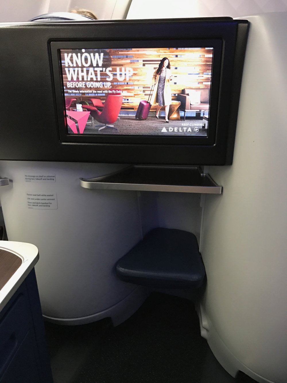 Delta One Business Class 757 - 4.jpg