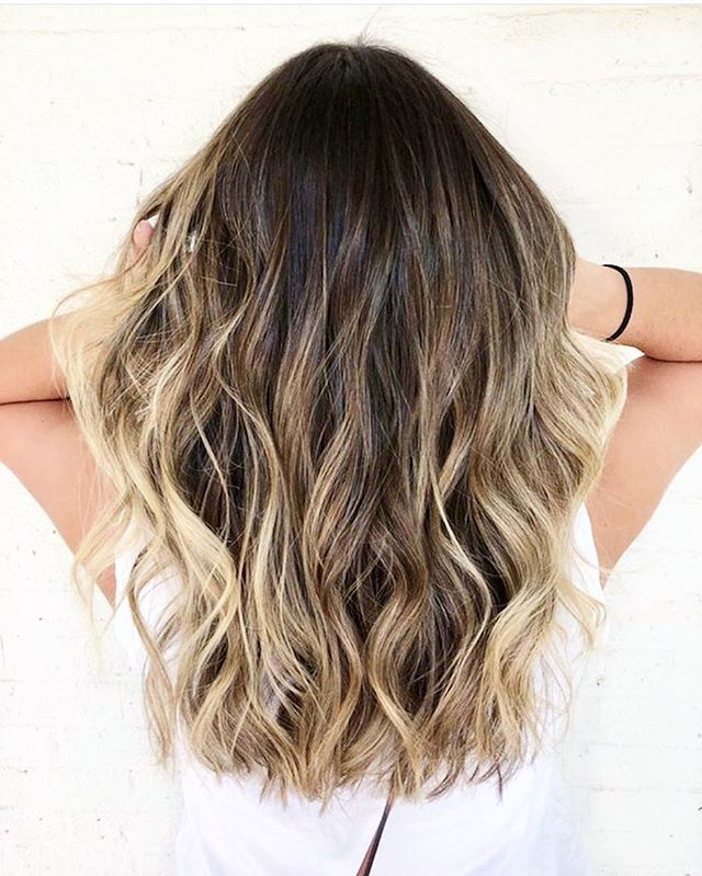 Get beachy waves w Sea Spray + Sea Texture Spray 🌊 Mane Crush Monday on this messy perfect summer style by @laurenliftshair 👏☀️🌊