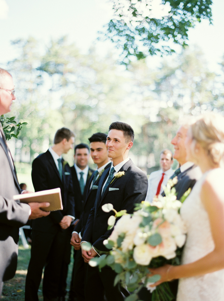 English groom seeing his bride for the first time
