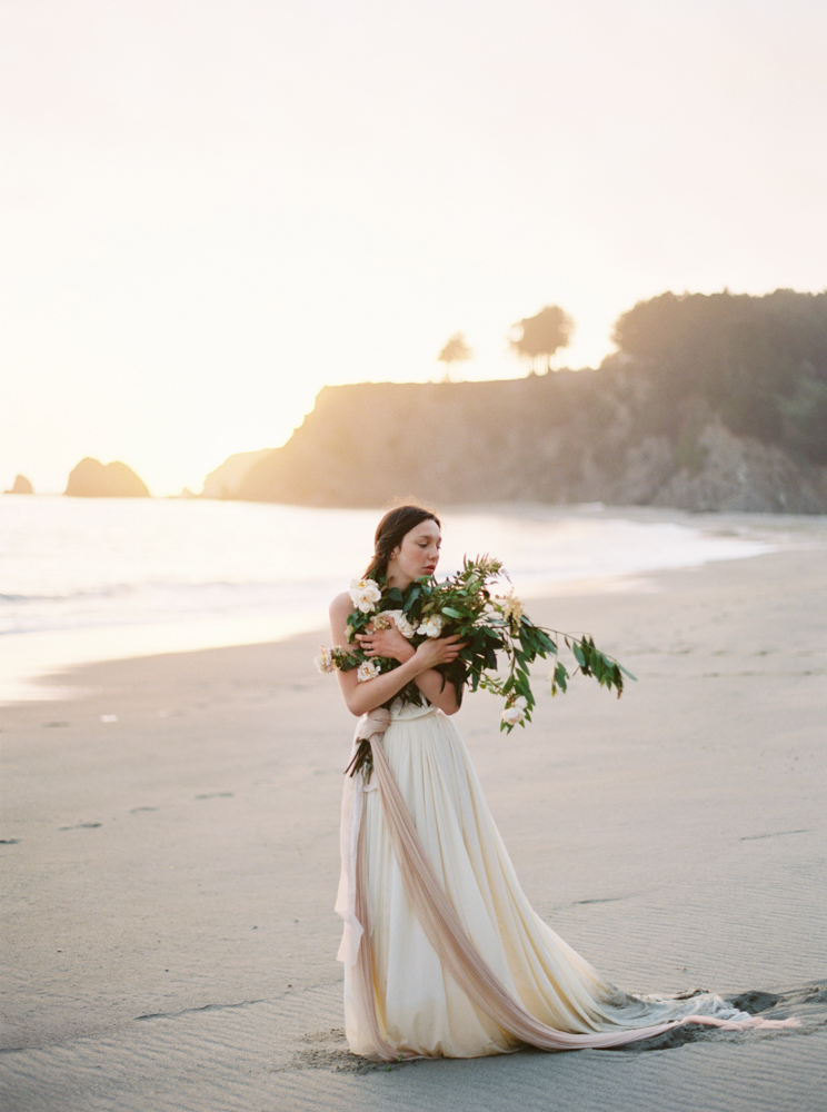 Modern bride in Emily Rose Riggs
