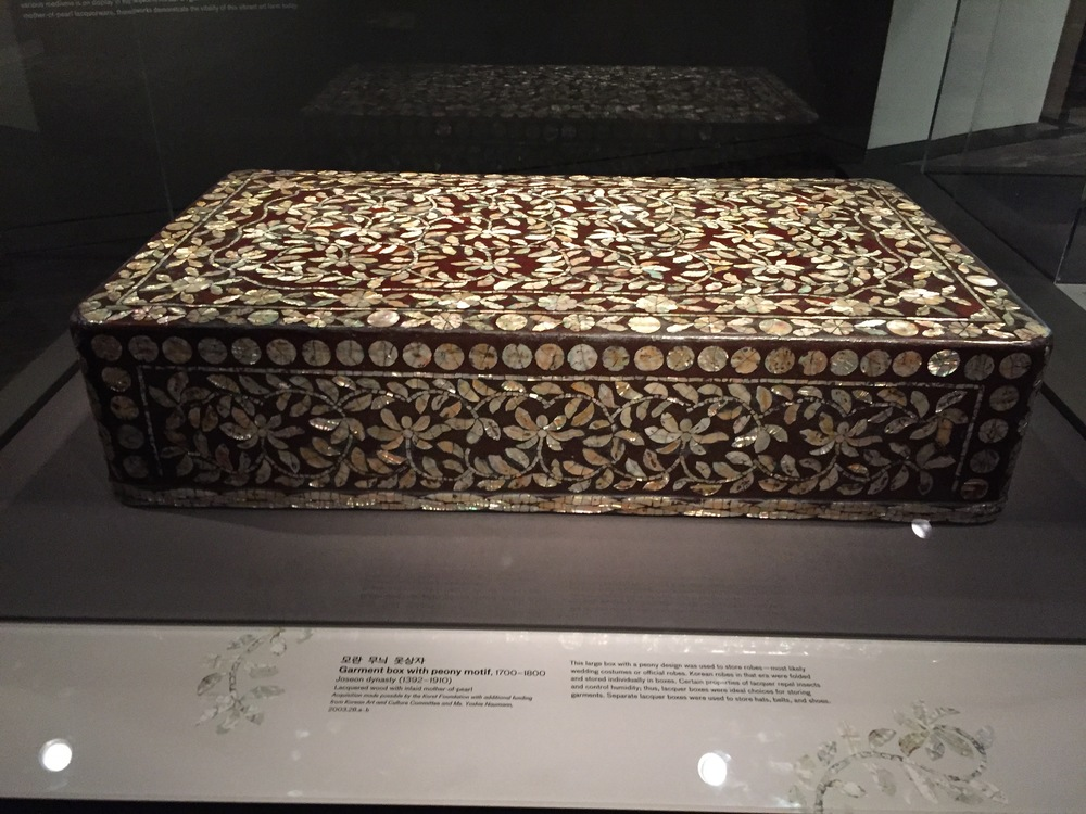 Garment box with peony motif