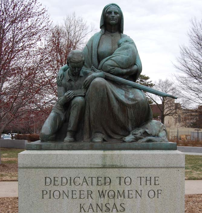 pioneer_women_statue.jpg