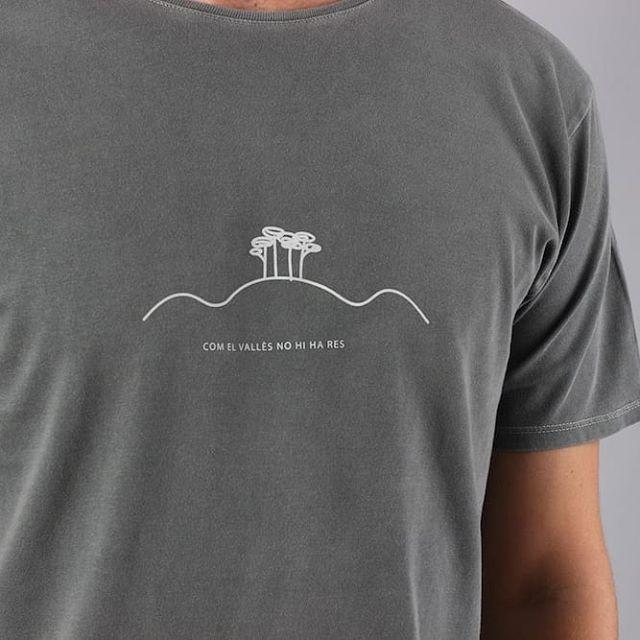 S'acosta Sant Jordi🌹 i no podeu fer tard en aconseguir les nostres samarretes de temàtiques literàries! *per samarretes de noia truqueu directament a la nostra botiga @dracsgranollers al 635744962 😉 #madeincatalonia