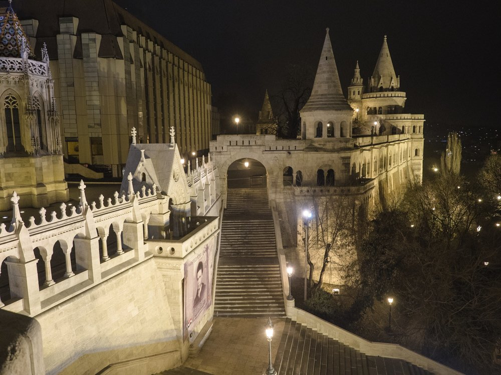 Night time at Buda castle.