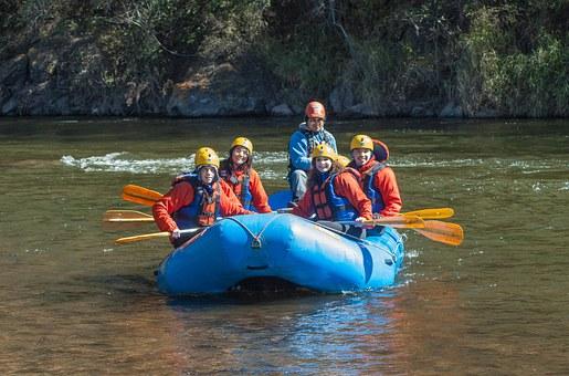 rafting-168007__340.jpg