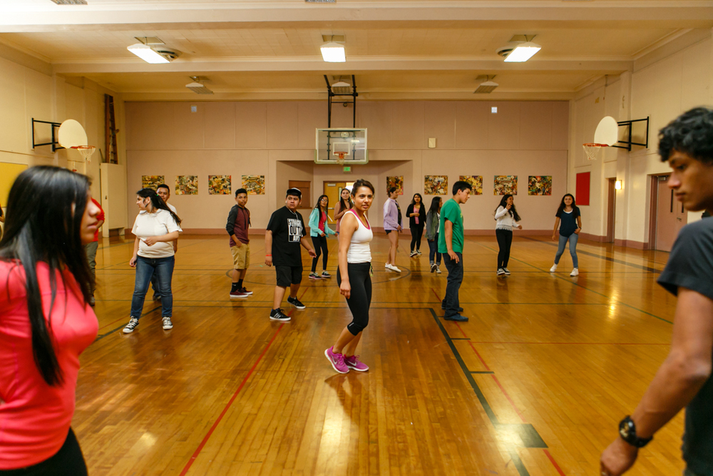 Madison High School – Los estudiantes de NGC bailando en una clase de Zumba. Los estudiantes participan en muchas actividades físicas y educativas durante este programa del verano.
