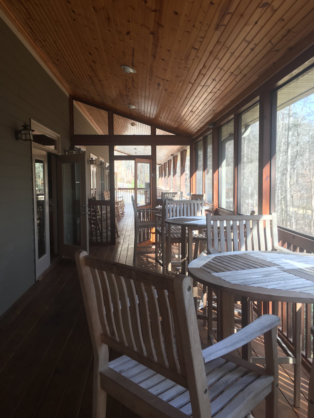 screened in patio with chairs.JPG