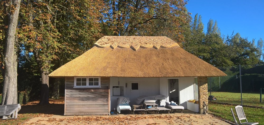 Thatched pool house in West Sussex