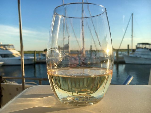 It's Wednesday. You've survived half the week. Pour yourself a glass of wine. 🍷 🤗 ... ... ... ... #winewednesday #wineoclock #winetime #wine #winelover #instapic #picoftheday #winegeek #winetasting #whitewine #lovely #goals #aesthetic