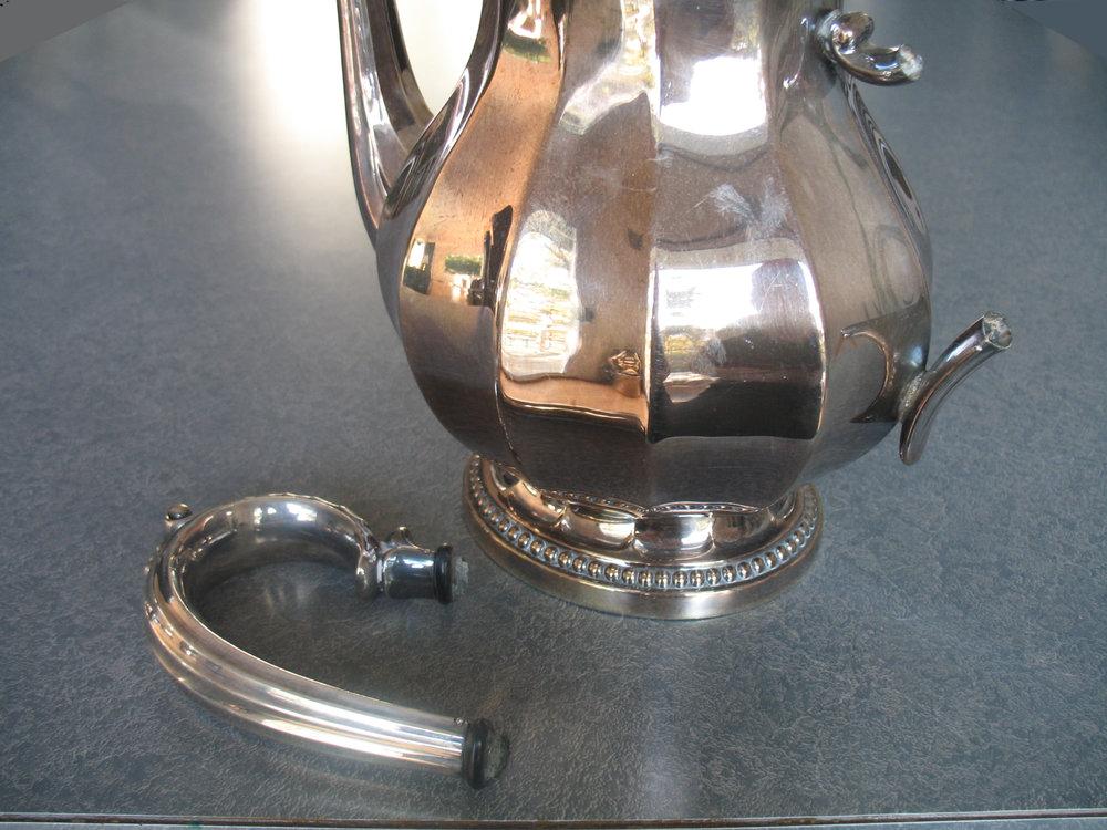 Broken insulators in the handle