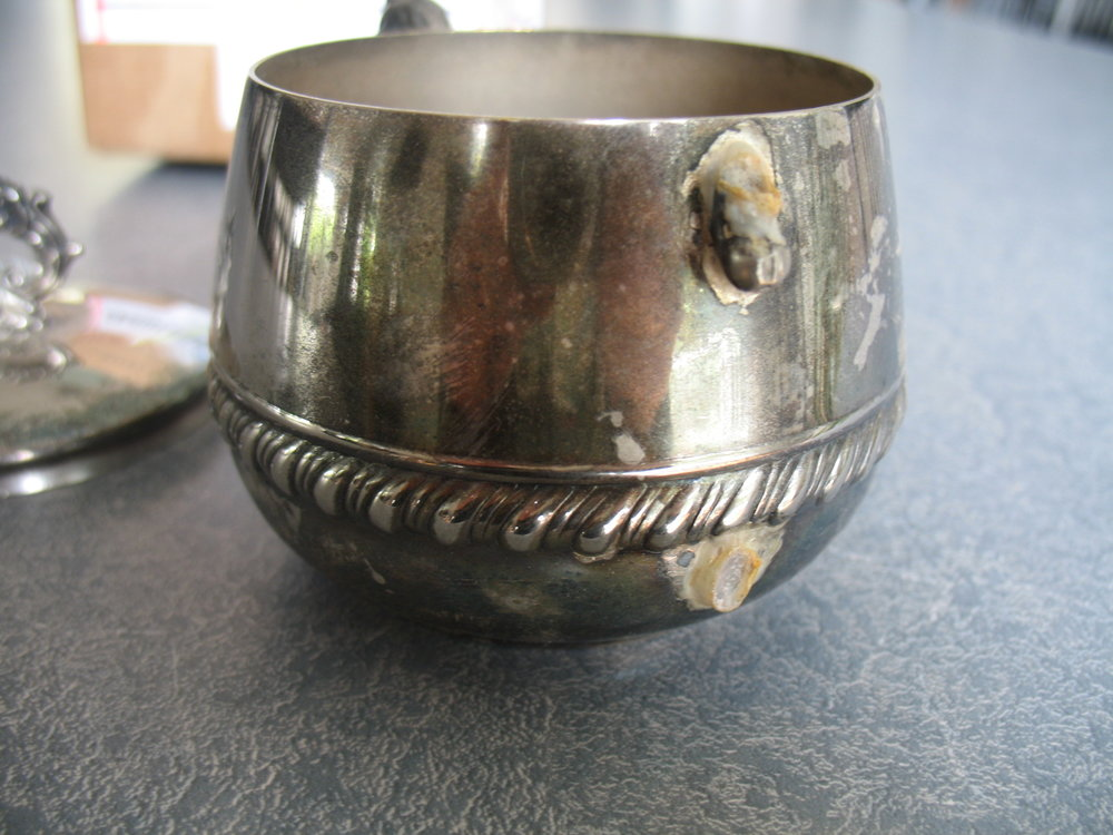 Berman-sugar-bowl-broken-handle-closeup