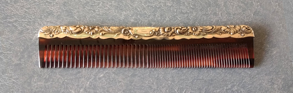 Very rare gold comb fitter