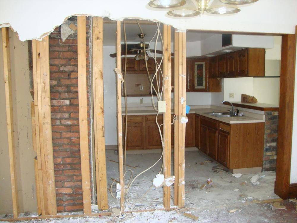 1050 Walsh Kitchen - before