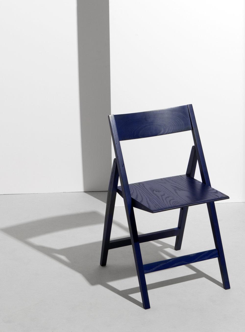 Gabriel Tan_Compass folding chair 4.jpg