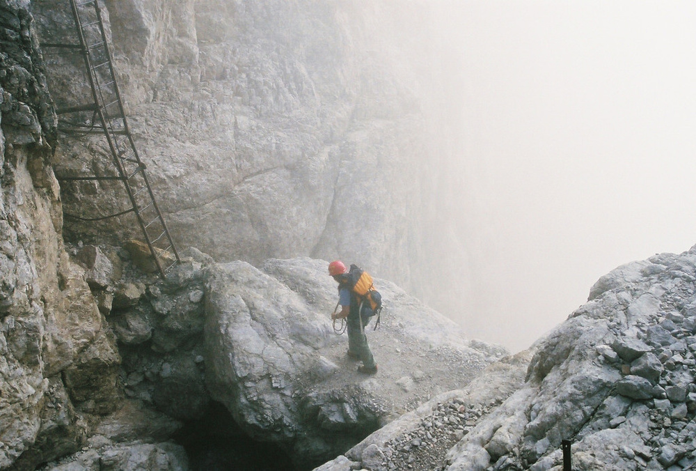 A vertigo sufferer goes mountain climbing.