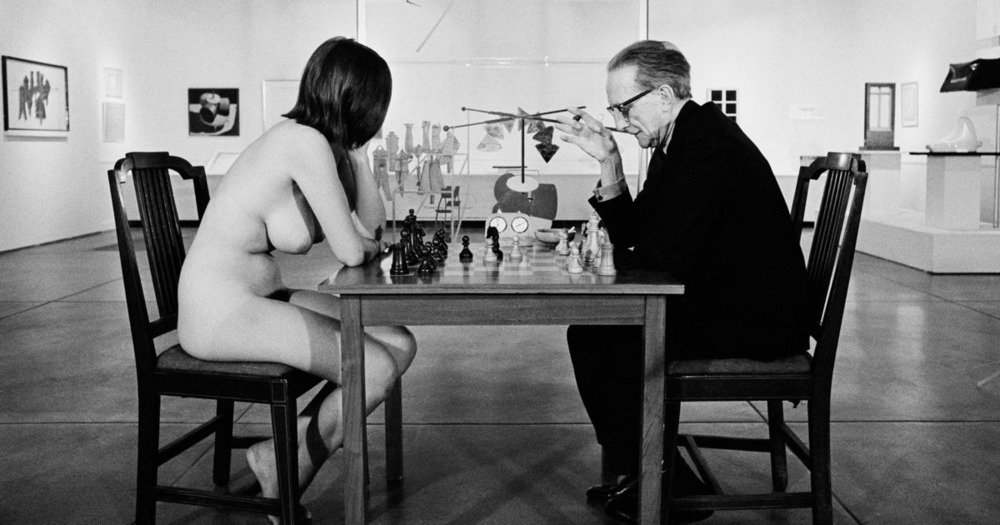 Eve Babitz and Marcel Duchamp at the Pasadena Art Museum, 1963.  Photo: Julian Wasser