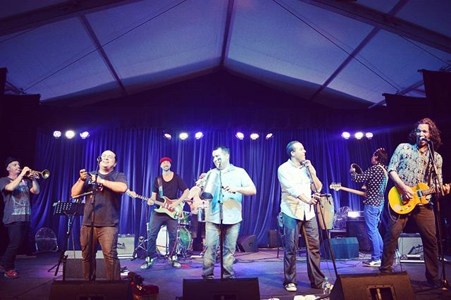 The#Brochachos from #Izalco on stage #folklorika stage #woodfordfolkfestival #woodfordff #woodfordia turning up the #heat #caliente #hot #tunes #instamusic #instamusica #MusicIsLife #brothers #hermanos #instajoy #instalove great #vibe best #festival thank you / muchas gracias @woodfordfolkfestival photo credit @jessica_azpilicueta ❤ Muchas Gracias!