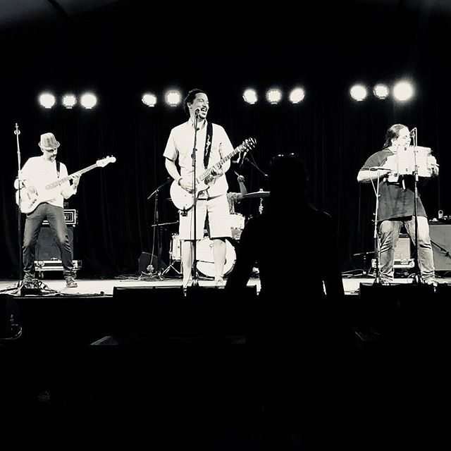 Thank you #Woodford ♥  On Stage at #folklorikaStage #Woodfordff 2017-18  With #AmaruDeLosAndes  #music #musicislife #instamusic  #latin #cumbia #instamusic #instacumbia #Aussies #Woodford #joy #love #friendships #brochachos #fiestatime #izalcoholics  Thank you @woodfordfolkfestival ♥
