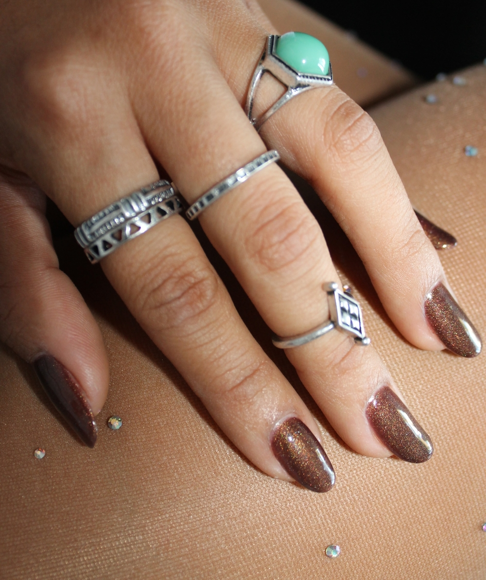 Put a ring on it!! Forever 21 rustic gypsy rings that is! I loved pairing my look with fun accessories from F21.