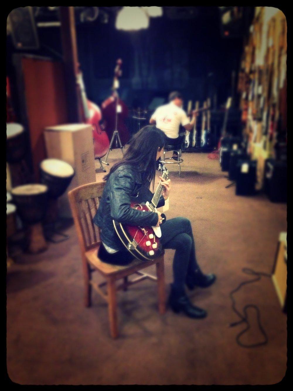 Bek, McCabes Guitar Store, Santa Monica, CA, 2013